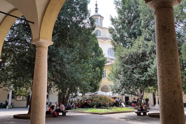 05-Univ-Pavia-Centrale-Cortile-del-bar