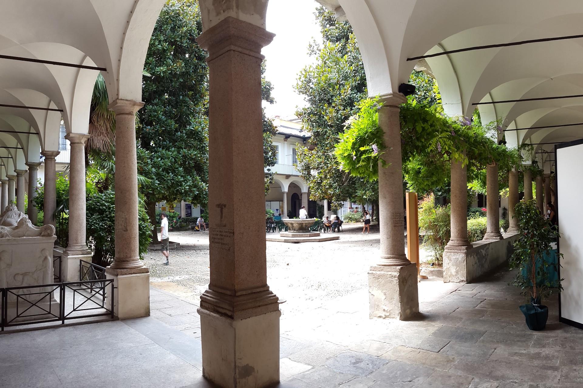 01-Univ-Pavia-Centrale-Cortile-delle-magnolie